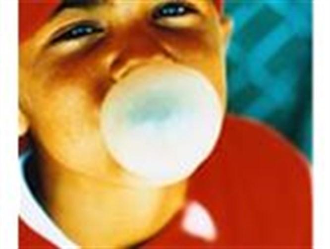 Şekersiz sakız dişleri koruyor